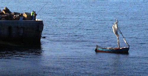 Pescadora y barca 2 by JoseAngelGarciaLanda