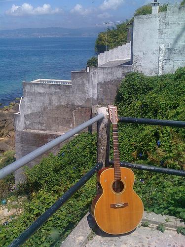 Foto de mi guitarra by JoseAngelGarciaLanda