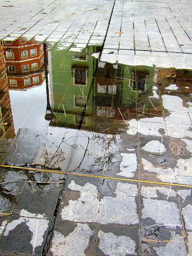 Reflejo que se abre en el suelo by JoseAngelGarciaLanda