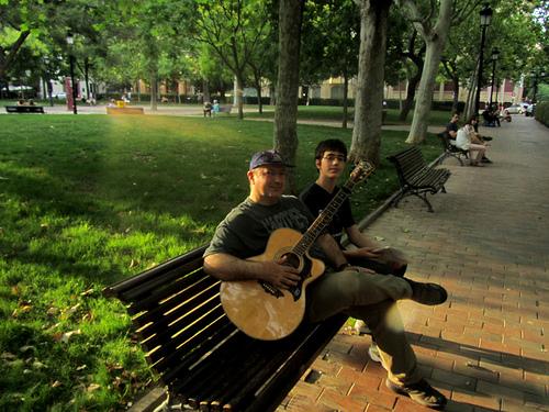 Con Oscarelo en la plaza, e Ivo by JoseAngelGarciaLanda