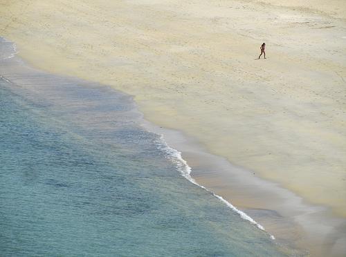 Niña diminuta en playa by JoseAngelGarciaLanda