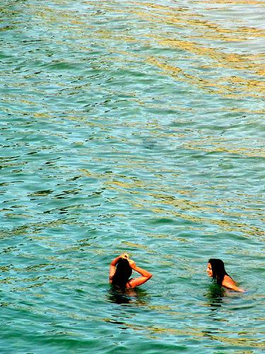 Niñas en el mar 3 by JoseAngelGarciaLanda