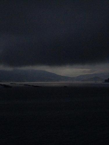 Avanza una nube pesada by JoseAngelGarciaLanda