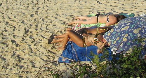 Señoras tomando el sol by JoseAngelGarciaLanda